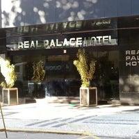 Foto tirada no(a) Real Palace Hotel por José Sileno M. em 10/21/2012
