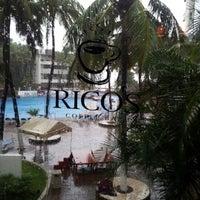 Foto tomada en Rico's Café El Cid por Abraham O. el 10/17/2012