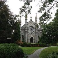 Das Foto wurde bei Mount Auburn Cemetery von Mae 🌸🌺 B. am 8/19/2013 aufgenommen