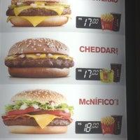 Foto tirada no(a) McDonald's por Felipe M. em 1/2/2013