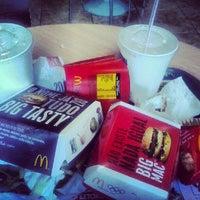 รูปภาพถ่ายที่ McDonald's โดย Wilton R. เมื่อ 9/28/2012