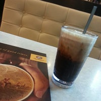 Photo taken at OldTown White Coffee by Su K. on 5/6/2014
