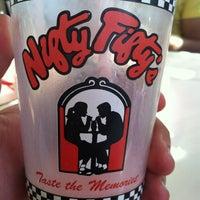 Das Foto wurde bei Nifty Fifty's von Jay M. am 9/30/2012 aufgenommen