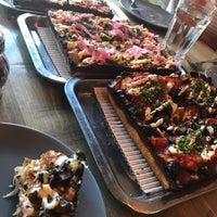 Foto scattata a Descendant Detroit Style Pizza da Dounia il 8/12/2018