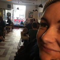 Photo prise au Daddy Greens Pizzabar par Timo V. le4/6/2018