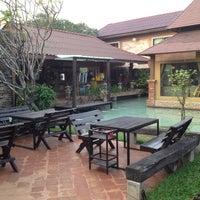 Photo prise au Nontnatee Resort & Restaurant par Non le4/12/2013