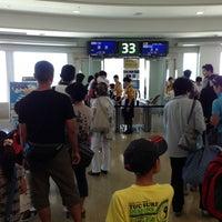 Photo taken at Gate 33 by Suzuki T. on 7/25/2013
