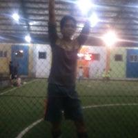 Photo taken at Futsal 1818 Ceria by Abarai A. on 9/28/2012