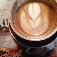 Das Foto wurde bei Radio Coffee & Beer von Michelle A. am 11/6/2014 aufgenommen