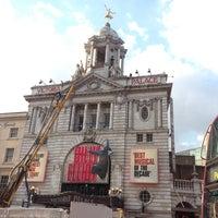 Photo prise au Victoria Palace Theatre par Ariele M. le5/6/2013