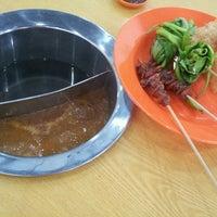 Photo taken at Restoran Melaka Satay Liang Luk Luk 马六甲沙爹碌碌 by Vinky L. on 7/13/2013