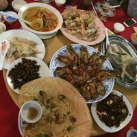 Photo taken at Ling Loong Seafood No. 6 Topspot by Vinky L. on 7/14/2016