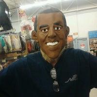 รูปภาพถ่ายที่ Walmart โดย Kathy M. เมื่อ 10/11/2012