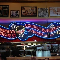 Photo taken at Red Robin Gourmet Burgers by Gregory R. on 11/24/2012