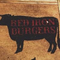 Foto scattata a Red Iron Burgers da Zana F. il 11/3/2012