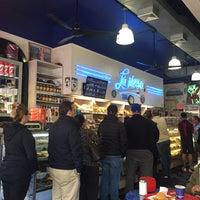 Foto tirada no(a) La Nueva Bakery por Carlas B. em 5/14/2017