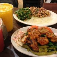 รูปภาพถ่ายที่ Aladdin's Mediterranean Cuisine โดย Deeba A. เมื่อ 6/7/2013