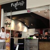 Foto tirada no(a) Fujisan Sushi por Edemilson C. em 12/6/2012