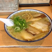 Photo taken at Ganso Akanoren Setchan Ramen by Yuko A. on 10/24/2012