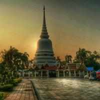 Photo taken at พระเจดีย์ศรีมหาธาตุ by Prasarn W. on 2/27/2014