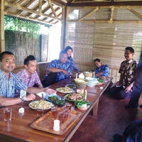 Photo taken at Rumah Makan Saung Jembar by Dewi Sayyidah Nur Shofa on 7/4/2013