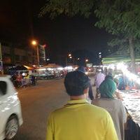 Photo taken at Pasar Malam Simpang Maklom by Buron B. on 4/17/2017