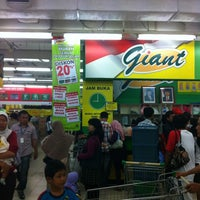 Photo taken at Giant by Saliwang ™. on 10/26/2012