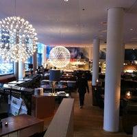 Das Foto wurde bei H2O Restaurant im Scandic Hamburg Emporio von Андрей Р. am 2/5/2013 aufgenommen