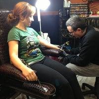 2/2/2013 tarihinde Yasemin G.ziyaretçi tarafından Hakan Gerçek Tattoo Studio'de çekilen fotoğraf