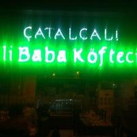 9/29/2012 tarihinde Serkan M.ziyaretçi tarafından Çatalcalı Ali Baba Koftecisi'de çekilen fotoğraf
