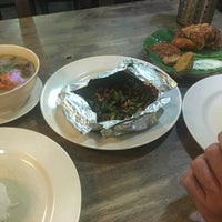 Photo taken at Ayam Penyet Best by Aizat A. on 4/27/2017