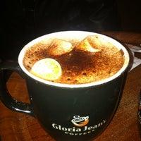 12/8/2012 tarihinde Çizem D.ziyaretçi tarafından Gloria Jean's Coffees'de çekilen fotoğraf