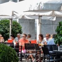 Das Foto wurde bei PLAZA café bistro bar von PLAZA café bistro bar am 7/16/2013 aufgenommen