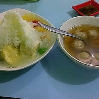 Photo taken at Bakso dan Es Campur Miroso by Dwi S. on 7/8/2013