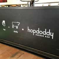 Photo prise au Hopdoddy Burger Bar par Jenny D. le3/7/2013