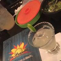 Foto tomada en La Parrilla Mexican Restaurant por Jenny D. el 8/6/2016