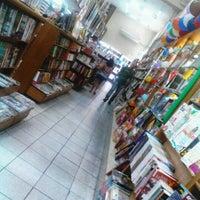 Photo taken at Livraria Itatiaia by Vinícius L. on 10/6/2012