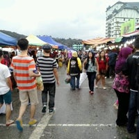 Photo taken at Brinchang Pasar Malam by Zharfan N. on 11/20/2012