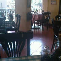 Photo taken at Italianni's Pasta, Pizza & Vino by Daniel P. on 10/29/2012