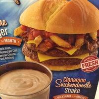 Photo taken at Jake's Wayback Burger by Blas C. on 1/17/2015