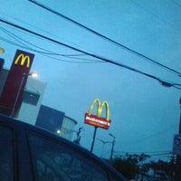 Foto tirada no(a) McDonald's por Eva D. em 3/16/2013