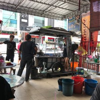 Photo taken at Lorong Selamat Char Koay Teow by Kirn W. on 8/9/2017