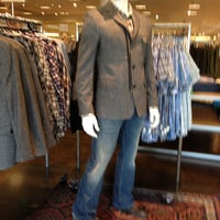 Foto diambil di Nordstrom Tacoma Mall oleh Shandra C. pada 10/3/2012