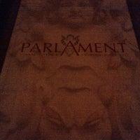 Das Foto wurde bei Das Parlament von Allan Y. am 8/21/2013 aufgenommen
