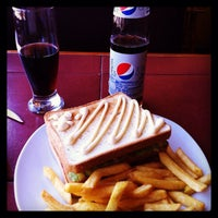 Foto tomada en Cafe Real por Greg T. el 4/5/2014