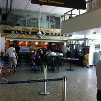 Photo taken at Black Coffee by Flavio Augusto S. on 10/30/2012