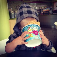 Photo taken at Menchie's Frozen Yogurt by Joe H. on 4/24/2013