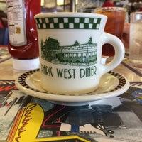 Foto tomada en Park West Diner Cafe por George G. el 2/22/2015