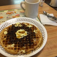 Photo taken at Waffle House by girl w0nder on 3/5/2015