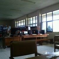 Photo taken at Perpustakaan Teknik Sipil UB by Novi E. on 11/5/2012